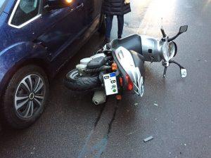 Mofa meets PKW Unfall in Berlin